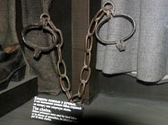 Кандалы ножные и ручные. Тюрьма Трубецкого бастиона. Петропавловская крепость.