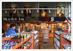 Магазин сувениров при горе Рашмор.