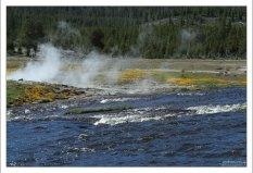 Берега Огненной реки в гейзеровом бассейне Biscuit.