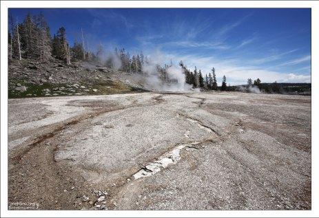 Холм, где расположен Grand geyser.
