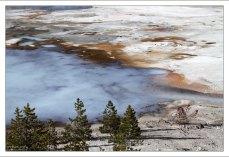 Наиболее быстро меняющаяся область парка, где главную роль играет минерал гейзерит.
