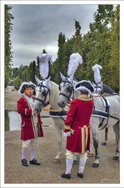 Конюхи перед костюмированной вечеринкой во дворце Шёнбрунн.