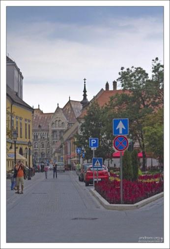 Площадь András Hess ter, названная в честь первого книгопечатника Венгрии.
