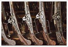 Пистолеты, богато украшенные орнаментами из костей крупного рогатого скота.