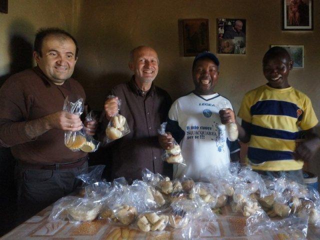 Cuociamo il pane natalizio a Mapanda