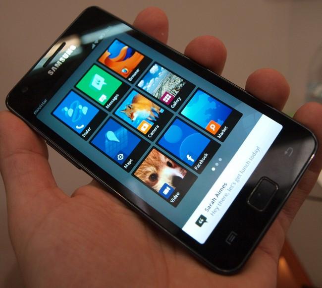 Mozilla FireFox OS wurde vor einem Jahr am MWC vorgestellt - damals lief das System auf einem Galaxy SII (Bildquelle: Tamoggemon Holding k.s.)