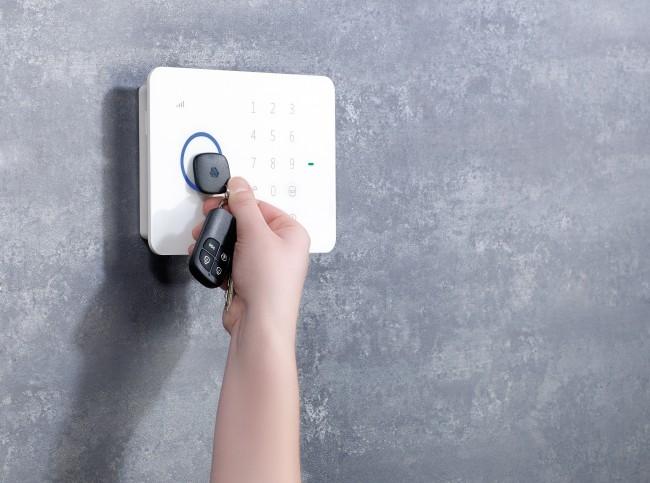 Die GSM-Alarmanlage schützt dein Haus und kann via SMS gesteuert werden.