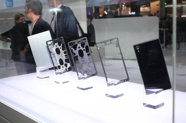 Das Gehäuse des Xperia Z2 wird aus einem Alu-Block gefertigt. (Foto: ArsTechnica)