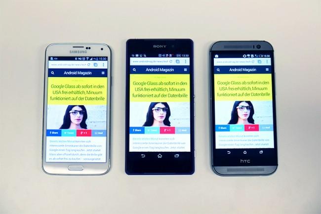 Das Xperia Z2 (Mitte) wirkt im direkten Vergleich mit dem Galaxy S5 (links) und dem HTC One (M8) (rechts) wuchtiger. Die Displays aller drei Smartphones sind hervorragend, Farben wirken beim Galaxy S5  aufgrund des AMOLED-Bildschirm aber einen Tick knalliger, worunter aber die Farbechtheit etwas leidet.