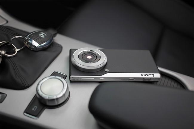 Die Lumix Smart Camera CM1 kommt mit einem 1-Zoll-Bildsensor und  ist dennoch kompakt (Foto: Panasonic Deutschland)