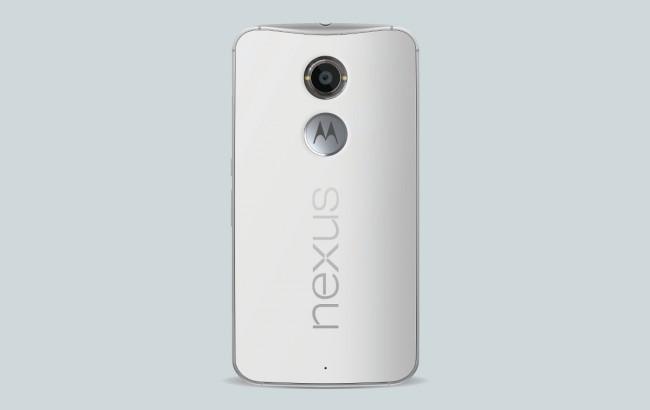 Auch die Rückseite des Nexus 6 ähnelt jener des Moto X (2014).