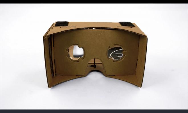 Der Cardboard-Bausatz verwandelt dein Smartphone in eine kostengünstige Virtual-Reality-Brille.