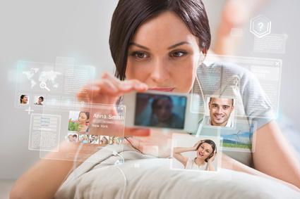 Das FOMO-Syndrom wird verstärkt durch die Informationsflut, die auf Smartphone-Anwender ständig und von allen Seiten einströmt. (Foto: SecurEnvoy)
