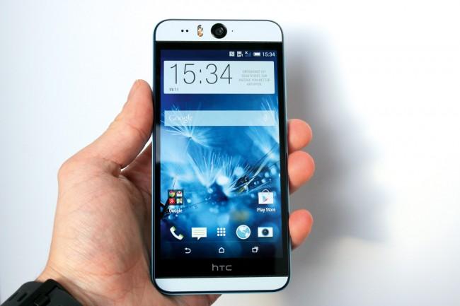 Mit 152x74 mm und einem 5,2-Zoll-Bildschirm ist das Desire Eye deutlich größer als HTCs Alu-Flaggschiff One (M8), fällt aber dünner und, Kunststoff sei dank, einige Gramm leichter aus.