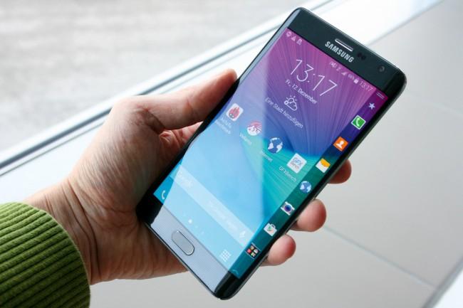 Das Samsung Galaxy Note Edge mit abgerundetem Display im Test
