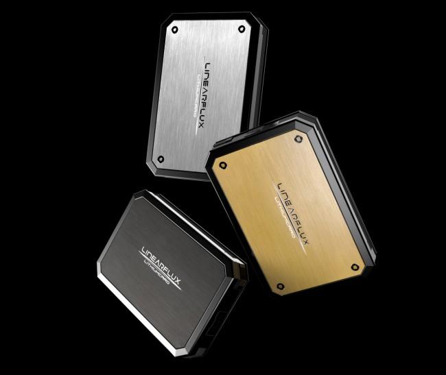 In drei verschiedenen Farben wird die LithiumCard Pro ab Mai für umgerechnet etwa 75 Euro erhältlich sein. (Foto: LinearFlux)