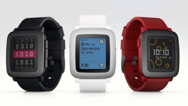 """Die """"Pebble Time""""-Smartwatch lässt sich durch smarte Armbänder um Komponenten wie Sensoren und Akkus erweitern. (Foto: Pebble Technology)"""