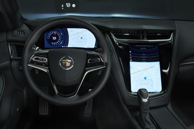 Das Mitsubishi-Infotainment-System steuert drei Bildschirme an, darunter ein Head-up-Display auf der Windschutzscheibe. (Foto: Business Wire)