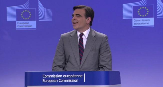 Auf einer Pressekonferenz heute Mittag hat die Europäische Kommission angekündigt, dass ab Juni 2017 für das Verwenden von Mobiltelefonen im europäischen Ausland keine Roaming-Gebühren mehr anfallen werden. (Foto: Europäische Kommission)