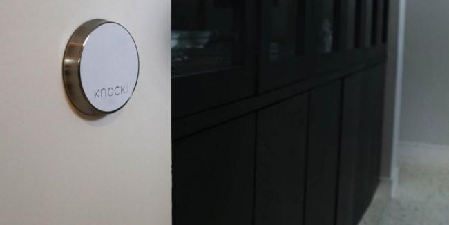 Das Knocki-Gadget, das es dir erlaubt, durch Klopfzeichen Geräte fernzusteuern, lässt sich ohne Schrauben oder Nägel montieren. (Foto: Swan Solutions, Inc.)