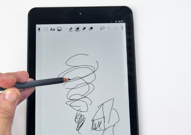 Die Zeichen-App ist sauber implementiert, das Zeichnen mit einem Bleistift funktionierte bis auf einige kleine Aussetzer tadellos - ein nettes Feature mit deutlichem Mehrwert.