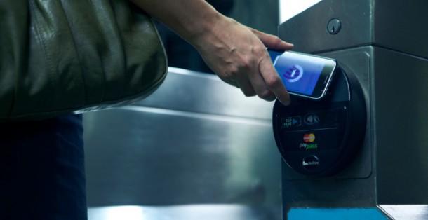 Eine Android App enes deutschen Entwicklers erlaubt den Diebstahl von Kreditkartendaten per NFC-Technologie, solange sich der Dieb innerhalb der Reichweite befindet. Foto: brg com