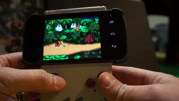 Ein amerikanischer Bastler hat ein Galaxy Nexus mit einem Gameboy-Gehäuse verbunden.