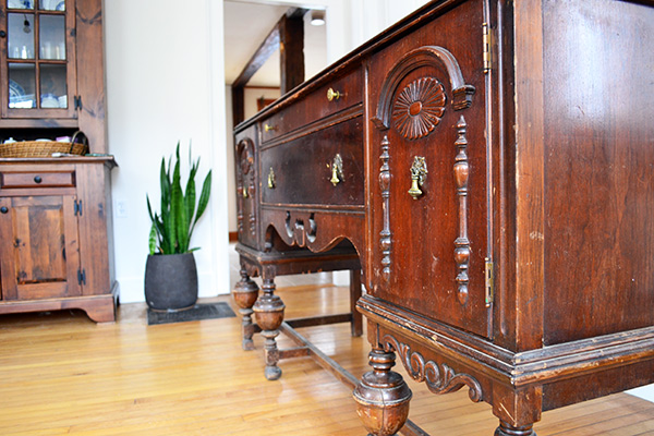 refinishing an antique buffet using annie sloan chalk paint in graphite angie 39 s roost. Black Bedroom Furniture Sets. Home Design Ideas