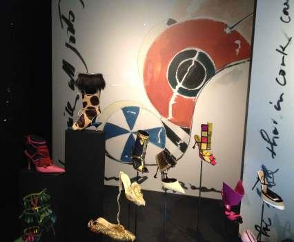 Schuhabdrücke_in_Antwerpen_Anna_Szermanski_Belgien_Mode_Museum_Ausstellung_Schuhe_Vivienne_Westwood_Louboutin_Kanye_West_Adidas_Sneaker_Superstar_Stan_Smith_3