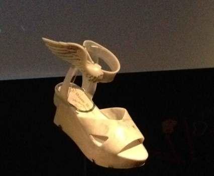 Schuhabdrücke_in_Antwerpen_Anna_Szermanski_Belgien_Mode_Museum_Ausstellung_Schuhe_Vivienne_Westwood_Louboutin_Kanye_West_Adidas_Sneaker_Superstar_Stan_Smith_8
