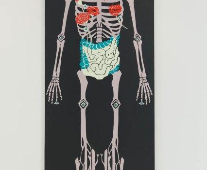 Knochen_in_der_Orthopädie_Ausstellung_Anna_Szermanski_Die_Familie_Orthopädie_Praxis_Dr._Bloch_Düsseldorf_Skelette_Farben_Polen_Folklore5