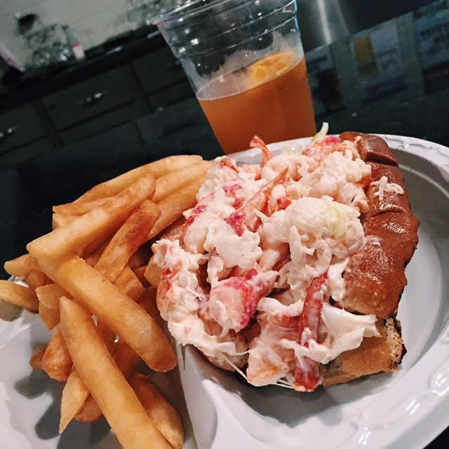 Weekend-Scenes-Boston-Food-Lobster-Roll