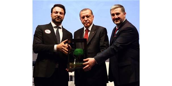 İş Adamı Samut, Cumhurbaşkanı Erdoğan'dan Plaket Aldı