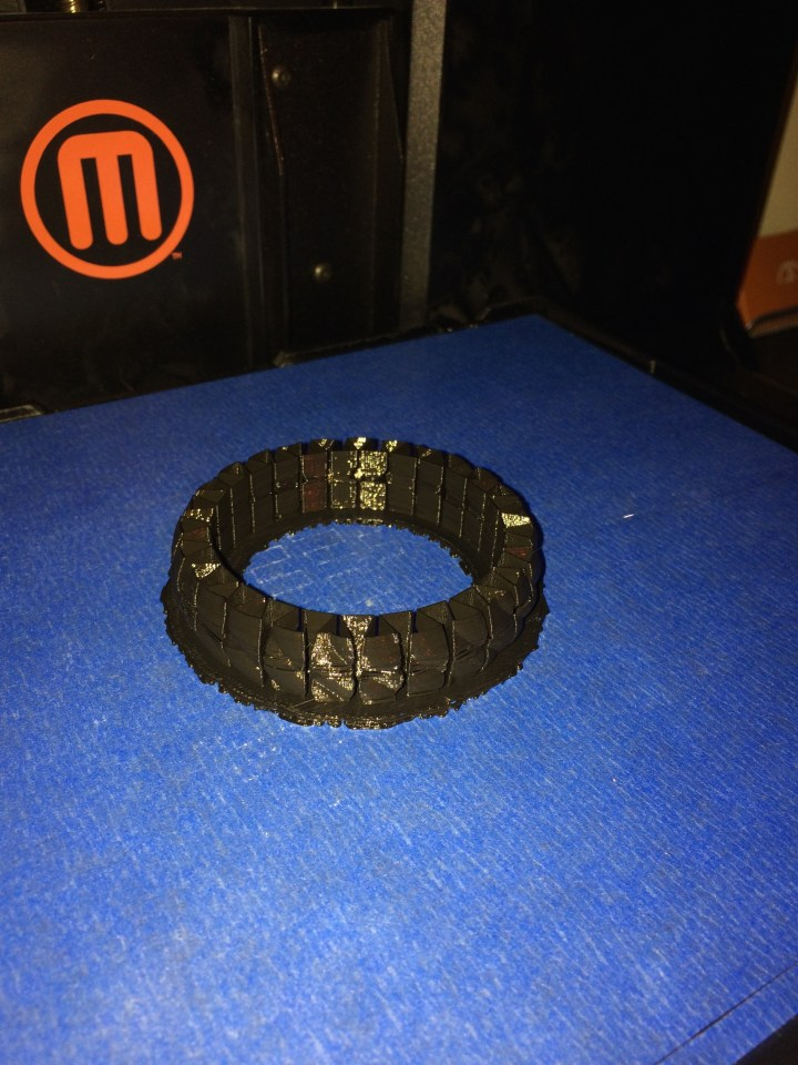 Single piece adjustable bracelet in black PLA