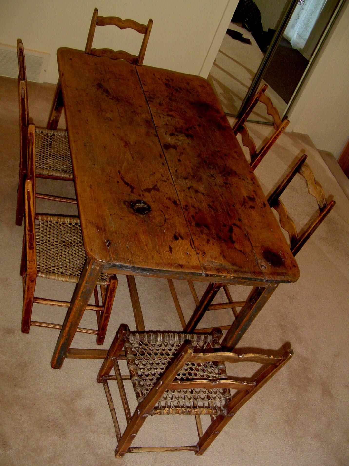 ori 1457 1881194811 1089343 table et 6 chaises vue de haut