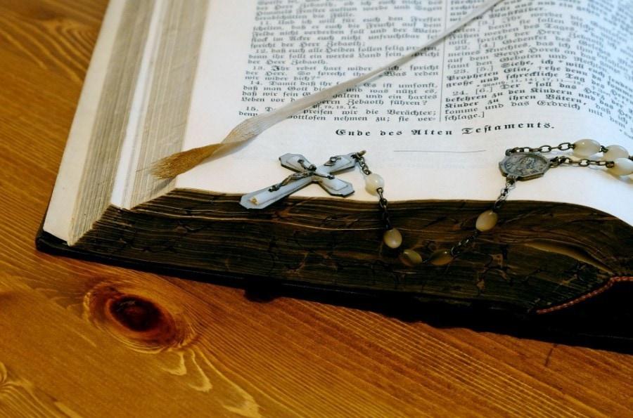 bible-989311_960_720