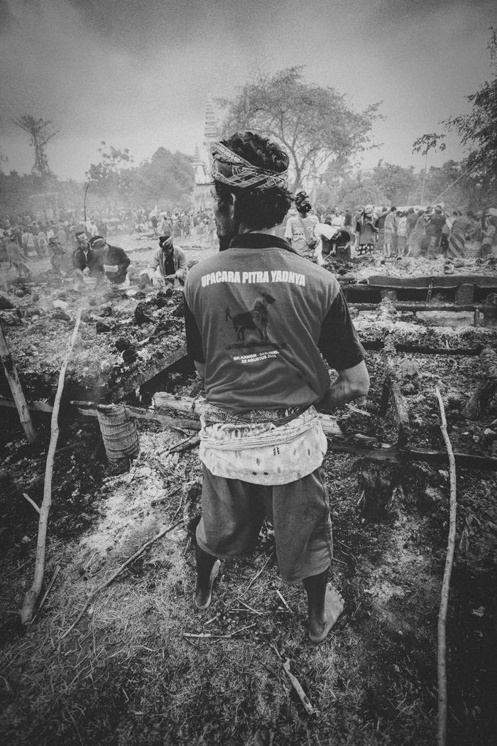 Apel Photography - Street Photography - Journalist Photographers - Bali Masive Cremationan Ceremony - Ngaben di Nusa Penida - Bali Monochrome Photographers (51)