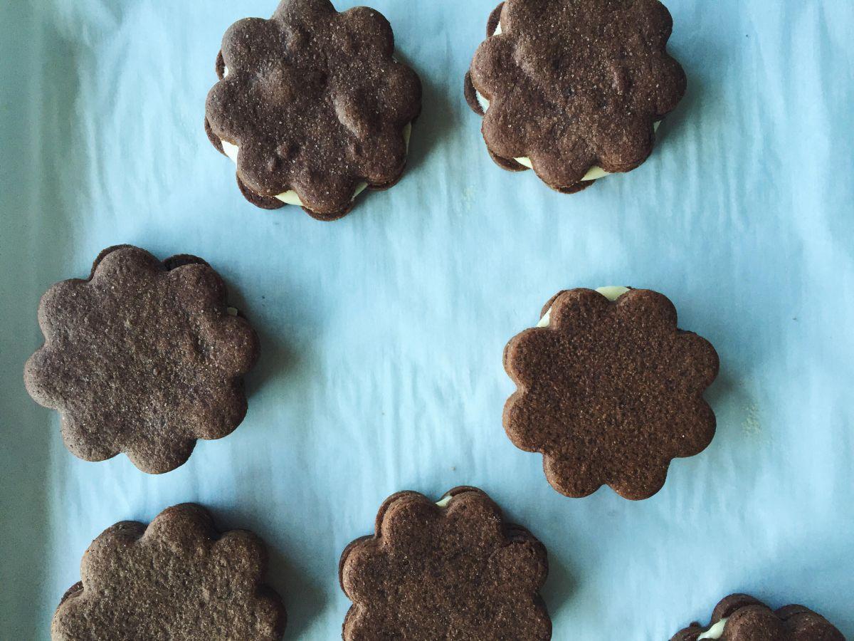 Chocolate Caramel Buttercream Sandwich Cookies – Appeasing a Food Geek