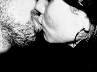 closeup-kissOK