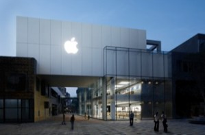Apple 1 sold for over £200,000