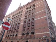 Beautiful brickwork, this is the building where we had our reunion dinner.