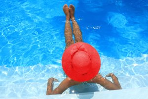 woman_in_red_hat_by_pool