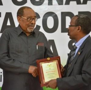 Madaxweynaha Somaliland iyo Guddoomiyaha Komishanka Doorashooyinka