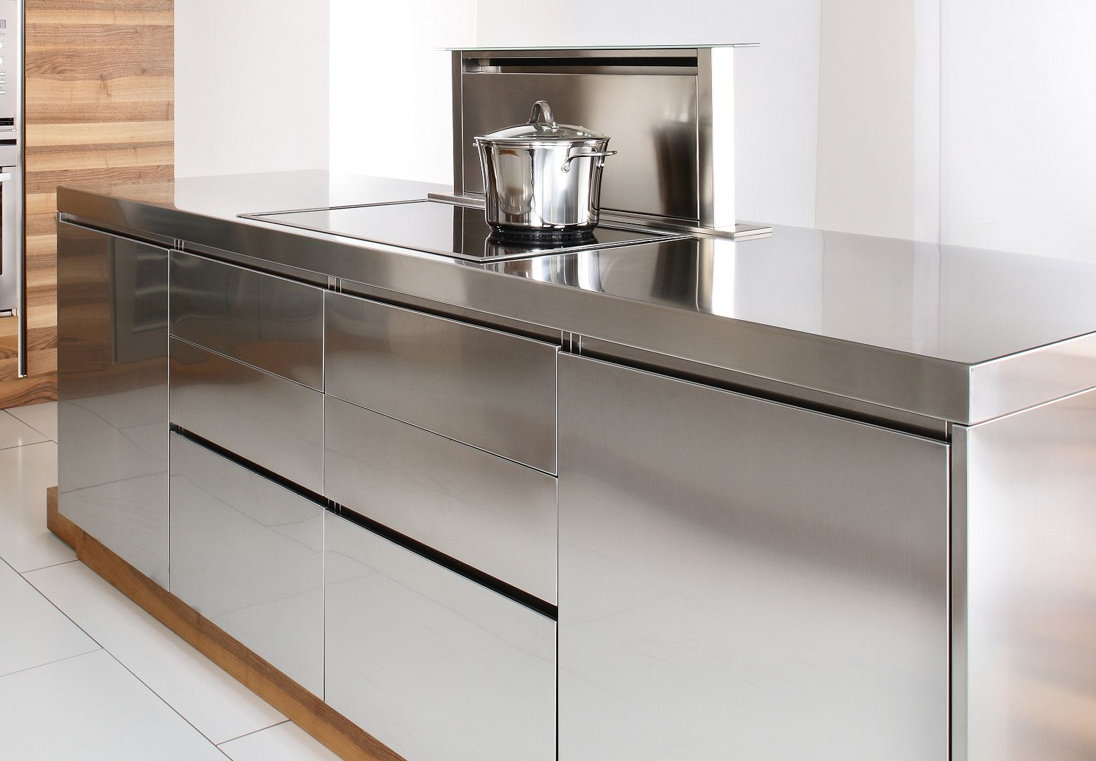 Arca Italian Kitchen - Kitchens Milf Stainless Steel - Open - Handle Detail And Hood