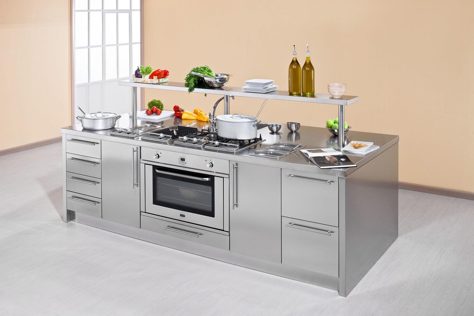 Work station arca cucine italia cucine in acciaio inox - Cucine in acciaio per casa ...