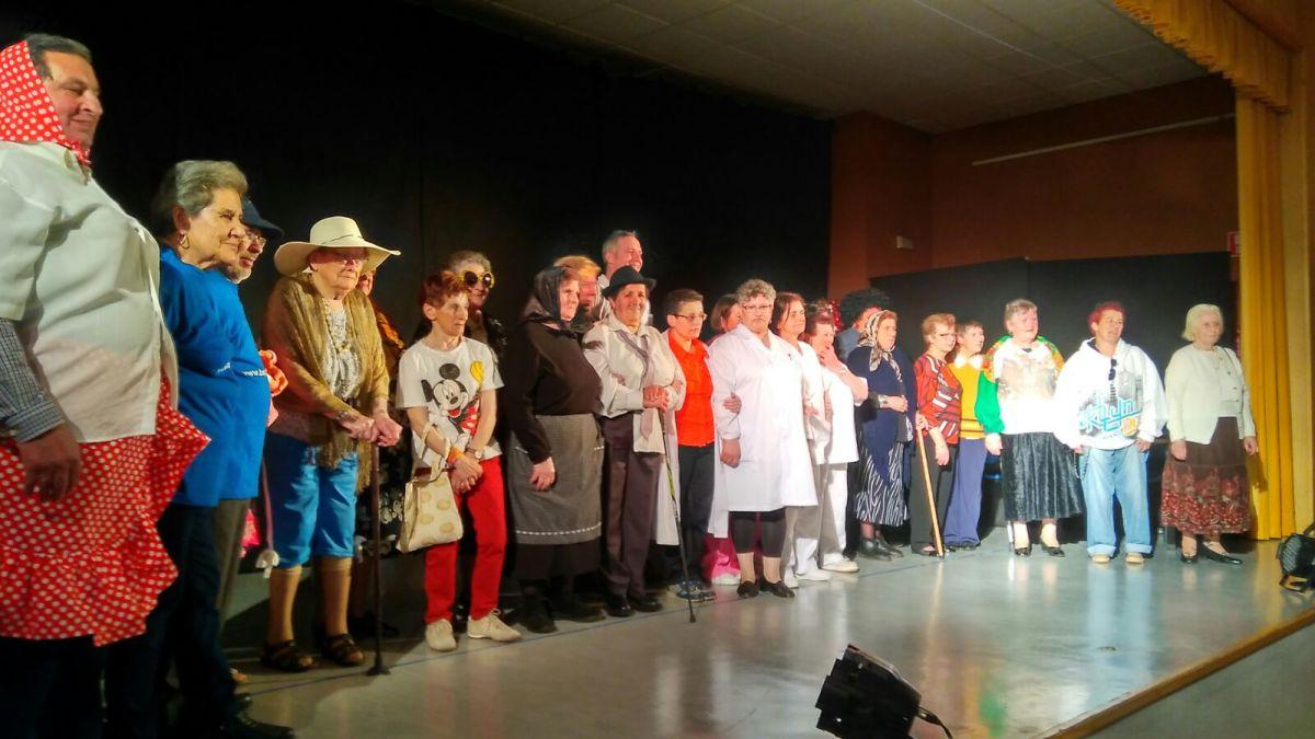 O teatro do clube de  maiores viaxa por Galicia