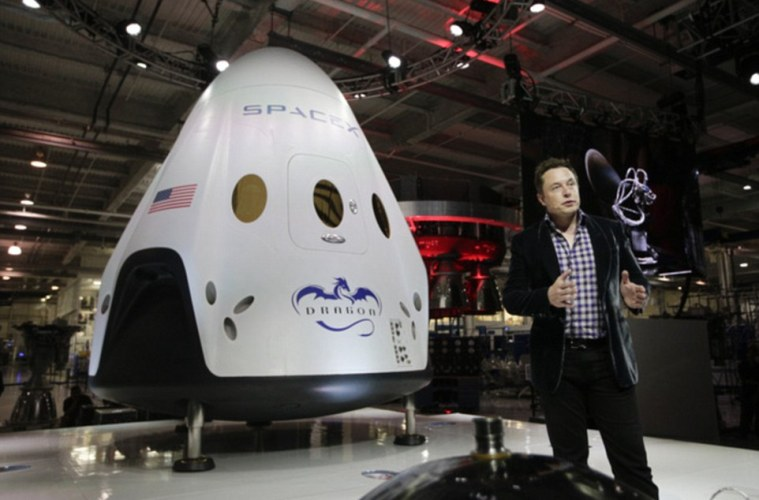 2857086300000578-3070272-In_this_May_29_2014_photo_Elon_Musk_CEO_and_CTO_of_SpaceX_introd-a-10_1430922082969