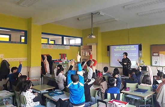 Alumnado de Primaria y Secundaria de Argamasilla, Ballesteros y Aldea del Rey han asistido esta semana a talleres del Proyecto 'Click'