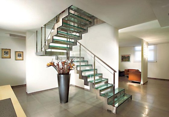 Escaleras internas para casas arkiplus for Decoracion de gradas internas