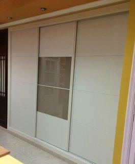 Armarios del sur puertas correderas para armarios for Puertas correderas sevilla